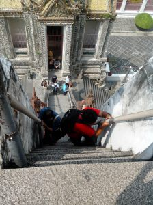 Mendaki Wat Arun