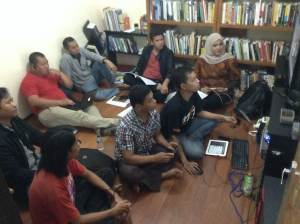 mengikuti meeting Hub Indonesia